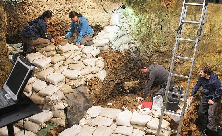 Ausgrabung im Hohle Fels (2018)