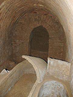 Antike Grabgruft nahe der Zitadelle von Arbil/Irak (Foto: DAI)