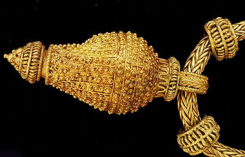 Goldene Berlocke aus dem Gräberfeld von Profen