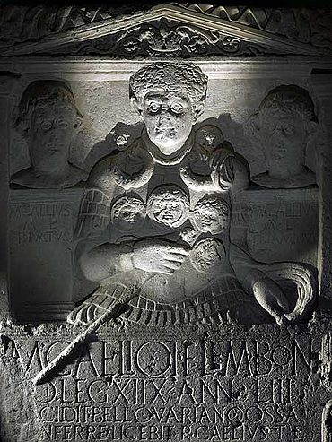 Das 1620 gefundene römische Grabdenkmal für Marcus Caelius (Foto: Axel Thünker DGPh)