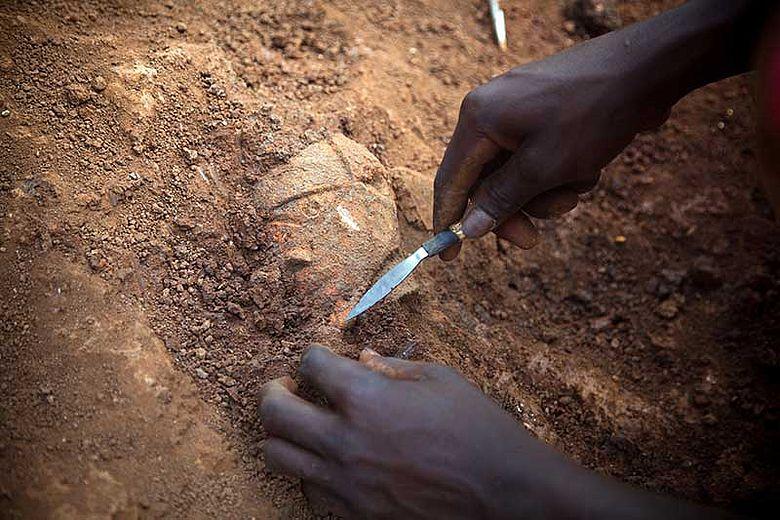Ausgrabung einer Nok-Skulptur