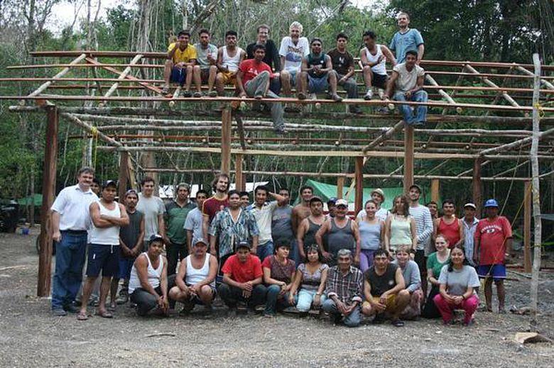 Das Grabungsteam, das sich aus Mitarbeitern aus Mexiko, Deutschland, der Schweiz und Polen zusammensetzt. (Foto: Uni Bonn)
