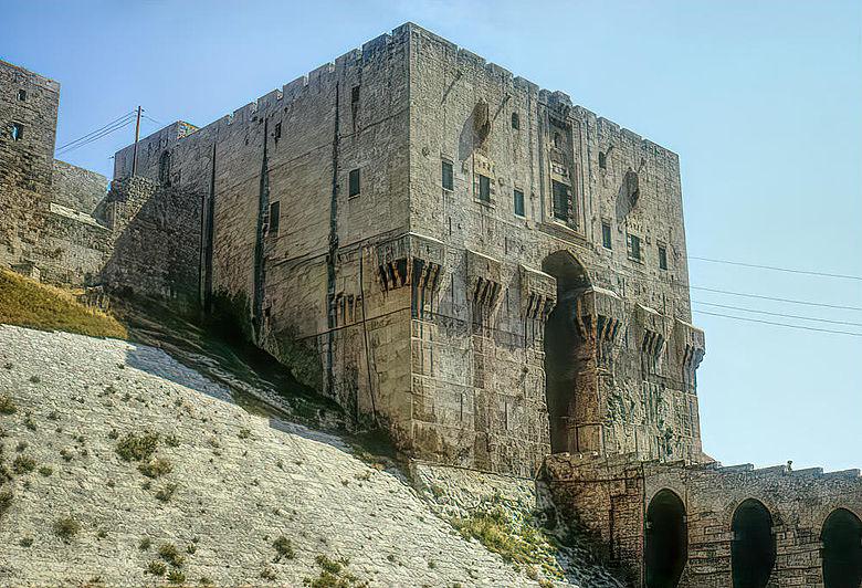 Torbau der Zitadelle von Aleppo