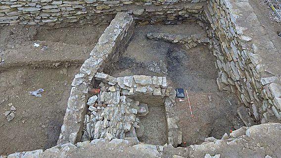 Mauern aus verschiedenen Jahrhunderten: Das Grundstück an der Heiersstraße wurde im Laufe der Zeit wiederholt überbaut