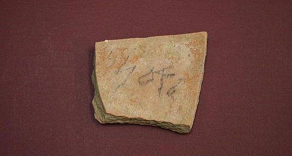 Inschrift (Abgaben-Ablieferungs-Quittung) auf einer Scherbe