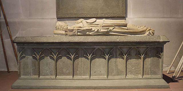 Über der Gruft stand bis zum Jahr 1804 das Hochgrab mit den Liegefiguren von Heinrich II. und seiner Frau