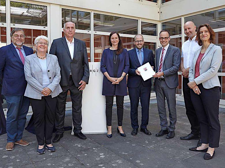 Übergabe der Ernennungsurkunde in Mainz