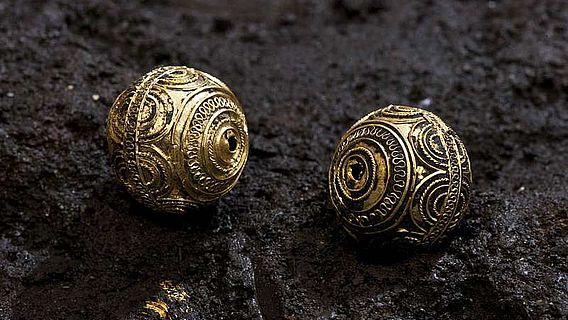 Die Goldkugeln aus dem Grab der Keltenfürstin von der Heuneburg, Kreis Sigmaringen. (Foto: RP Stuttgart)