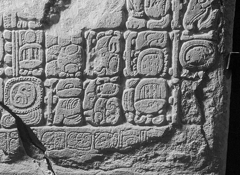 Inschrift mit dem angeblichen Datum des Weltuntergangs 2012