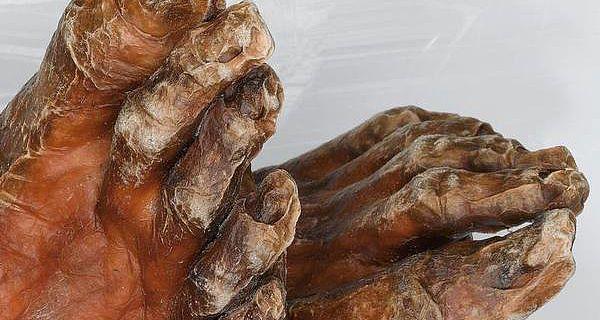 Ötzis Füße (©South Tyrol Museum of Archaeology/Eurac/Marco Samadelli/Gregor Staschitz)