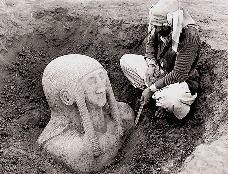 Entdeckung der monumentalen Grabfigur