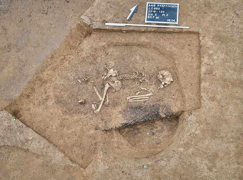 Neolithische Frauenbestattung in Hockerstellung