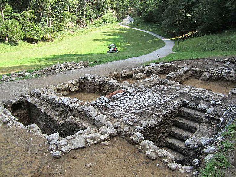 Die freigelegten Keller der Klause aus dem 17. Jh. (Foto: LBI ArchPro)