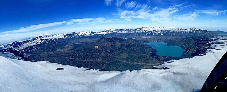 Caldera des Vulkans Okmok in den Aleuten