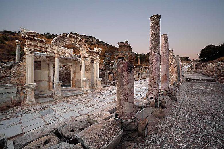 Hadrianstempel entlang der Kuretenstraße in Ephesos