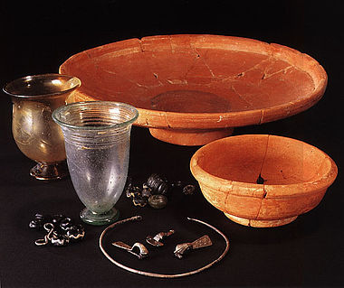 Funde aus verschiedenen Gräbern von Wyhl