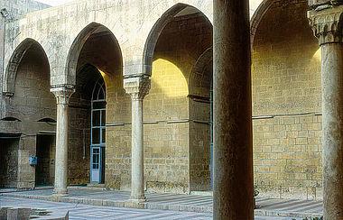 Hof der Madrasa al-Firdaus in Aleppo