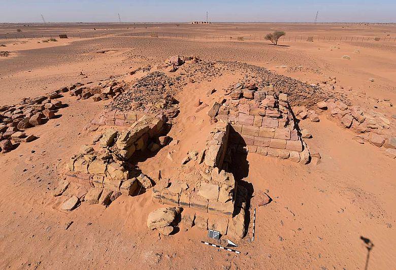 Pyramidenruine der Königin Khennuwa in der königlichen Nekropole von Meroe