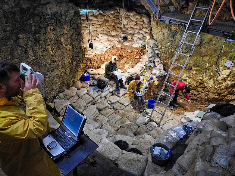 Ausgrabung im Hohle Fels