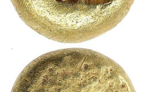 Vorder- und Rückseite einer der ersten Münzen, geprägt um 600 v. Chr.. Trite (5,84 g) aus einer Gold/Silber-Legierung (Elektron) © Deutsche Bundesbank, Frankfurt am Main