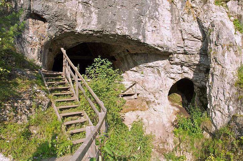 In der Denisova-Höhle im russischen Altai-Gebirge lebten in der Steinzeit mehrere Menschenformen