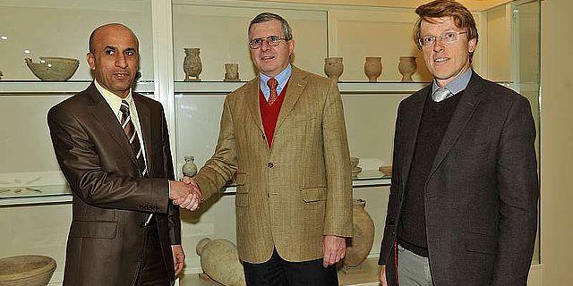 Haydar H. Hussein, Direktor der Antikenverwaltung, Rolf Ulrich, Deutscher Generalkonsul in Erbil, Dr. Arnulf Hausleiter, DAI (v.l.) (Foto: I. Wagner)
