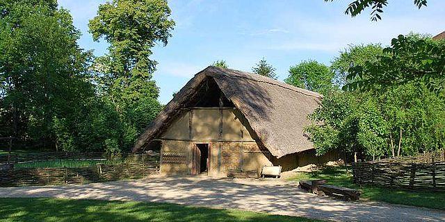 Nur noch bis Ende November können Besucher das alte Langhaus besichtigen, danach wird es wissenschaftlich zerlegt (Foto: Urgeschichtemuseum NÖ)
