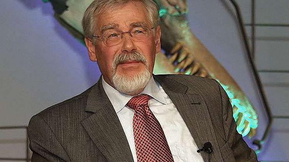 Prof. Johannes Fried bei einer Podiumsdiskussion 2009