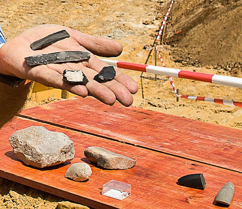 Erste Funde aus dem Brunnen