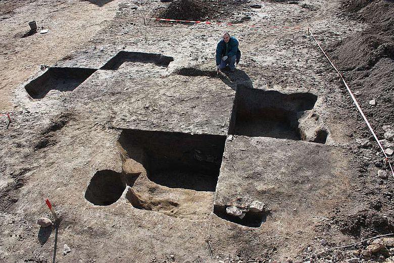 Die LWL-Archäologen untersuchen noch einige Wochen lang das geschichtsträchtige Gelände in Paderborn-Wewer.