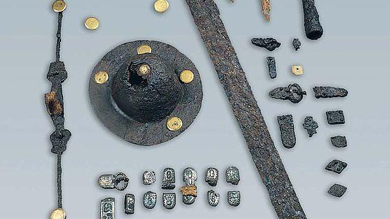 Aufwändige Grabbeigaben aus einem der Gräber