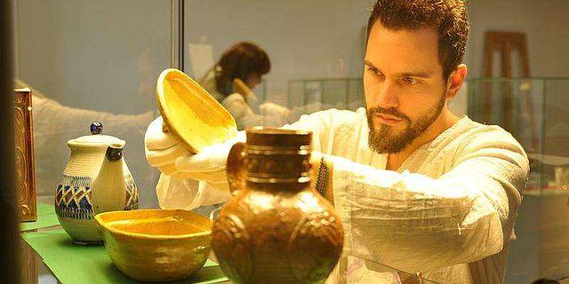 Museologie-Student bei einer Präsentations-Übung
