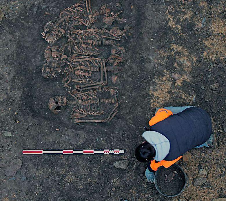 Ausgrabung des Grabes, das dem bretonischen Lager während der Belagerung von Rennes im Jahr 1491 zugeschrieben wird