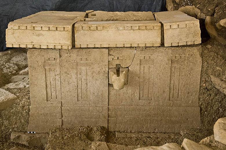Altar mit Opferbecken aus sabäischem Tempels im Hochland von Tigray