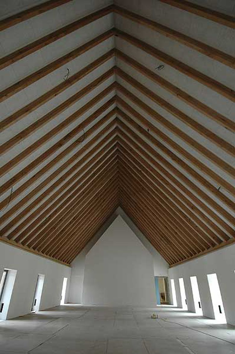 Eichensparren wurden für die Giebelkonstruktion im Ostflügel verbaut. (Foto: Pfeiffer • Ellermann • Preckel, Architekten und Stadtplaner BDA)