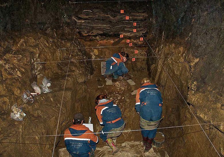 Ausgrabungen in der Denisova-Höhle