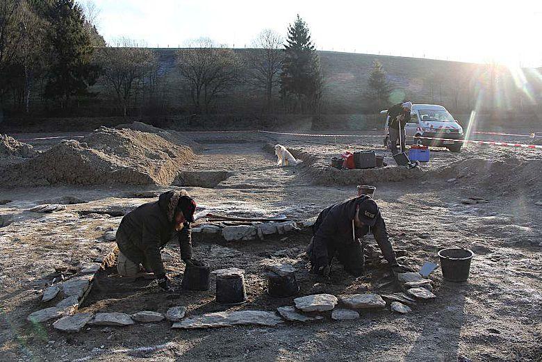Freilegung und Vermessung des frühmittelalterlichen Kellerfundamentes