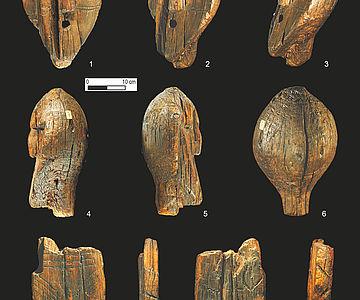 Teile der Holzskulptur