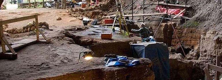 Archäologische Grabung in der Grotte des Pigeons bei Taforalt
