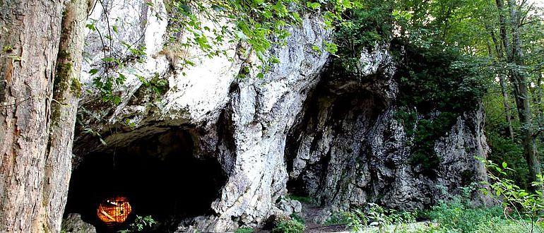Der Eingang zur Hohlenstein-Stadel-Höhle im Lonetal (Foto: MFW BaWü)
