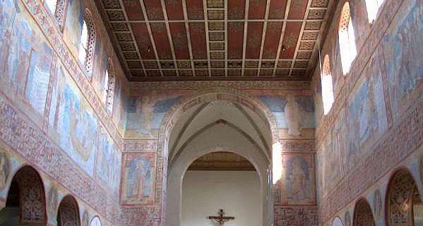 Der Innenraum der Kirche St. Georg in Oberzell auf der Insel Reichenau