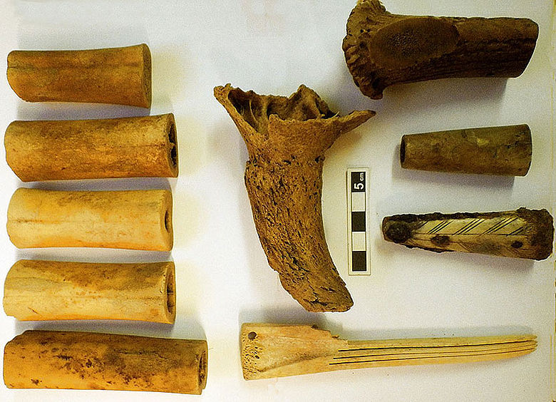 Knochenschnitzereien