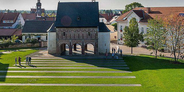 Klostergelände mit Footprints