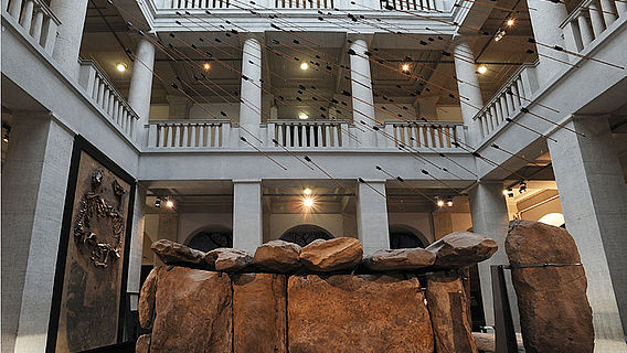 Atrium mit Steinkammergrab