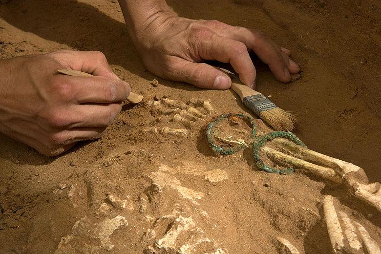 Freilegung eines Philistergrabes in Ashkelon
