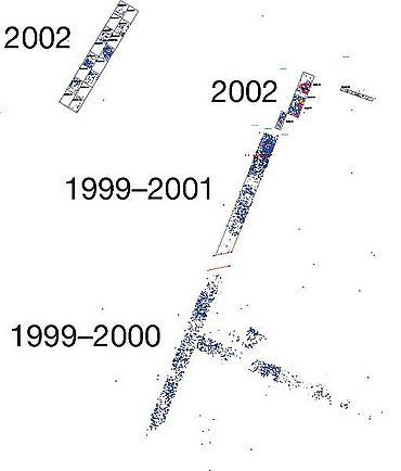 Die Grabungsflächen der Jahre 1999 bis 2002. Die Punkte bezeichnen einzeln eingemessene Funde.