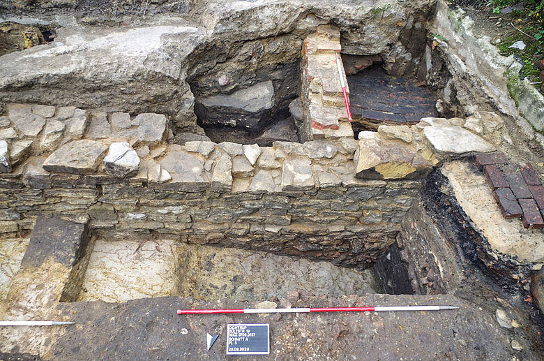 Mauerwerk im Stadtgraben