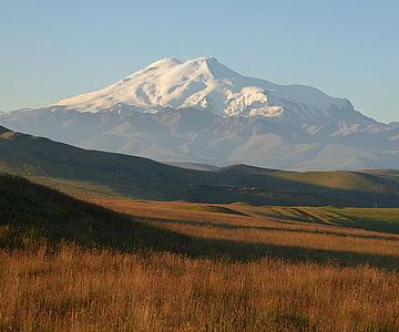 Der Elbrus, mit mehr als 5642 Metern der höchste Berg des Kaukasus und Europas