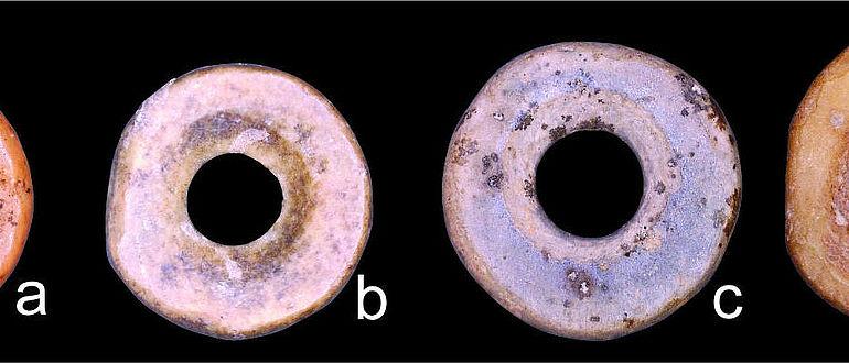 Perlenringe aus Straußeneierschalen