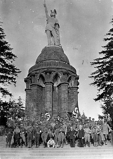 Kundgebung der NSDAP am Hermannsdenkmal 1928 (Lippische Landesbibliothek)